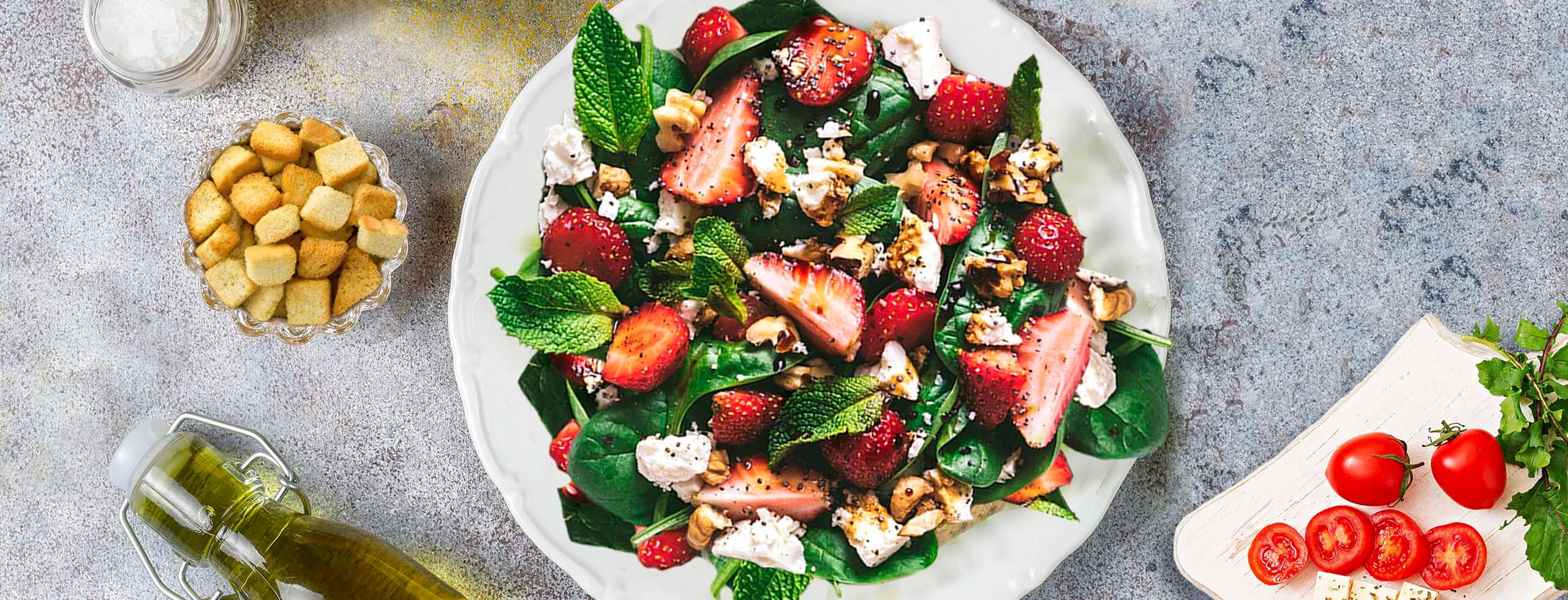Brighten Up Your Winter With A Grilled Chicken Strawberry Salad